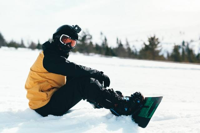 best-snowboard-bags-with-wheels